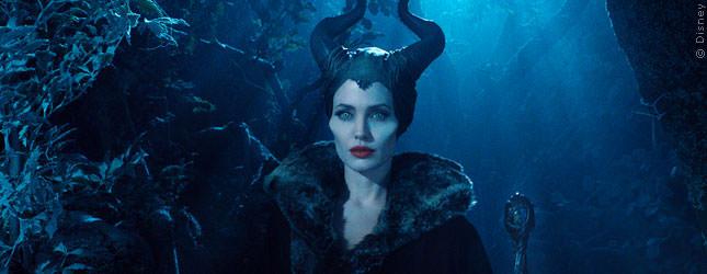 PLATZ 5 gewinnt Angelina Jolie, die zuletzt 2013 mit MALEFICENT einen Kassenknaller gelandet hat. Aber sie war 2014 als Produzentin sehr erfolgreich. 18 Millionen Dollar kamen auf ihrem Konto dazu.