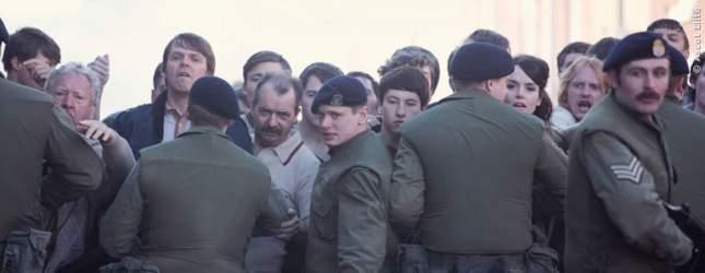 Schnell gerät Gary mitten in den Glaubenskonflikt zwischen IRA und England.