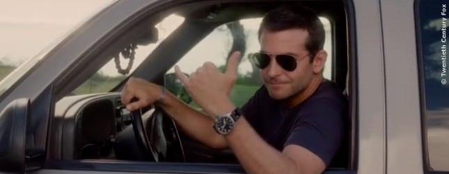 PLATZ 3 wird belegt von Bradley Cooper. In Comedys und romantischen Filmen wie ALOHA ist er der Hit. 46 Millionen Dollar hat ihm sein Lächeln 2014 eingebracht.