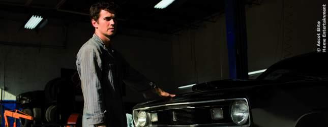 James hat sich ein ganz normales Leben als Mechaniker aufgebaut, das er riskieren muss, als sein Bruder Frankie aus dem Knast kommt.