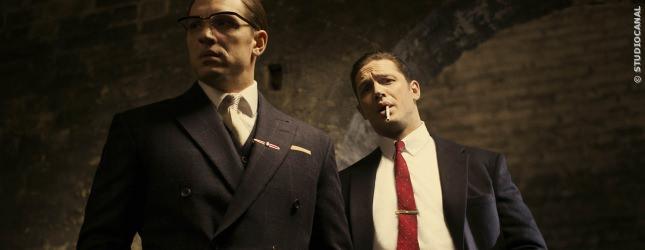 Hauptdarsteller Tom Hardy in seiner Doppelrolle als Reggie und Ronnie Kray in LEGEND.