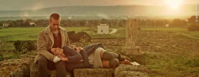 Evan hat alles verloren und reist nach Italien, um neu anzufangen. Dort findet er die große Liebe.