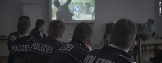 Video-Vorführung im Unterricht an der Polizeischule.