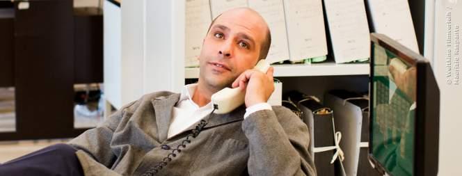 Checco Zalone liebt seinen Job in der Verwaltung über alles!