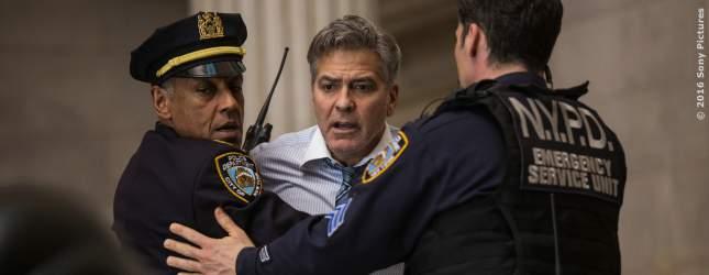TV-Moderator Lee Gates (George Clooney) wird aufgehalten.
