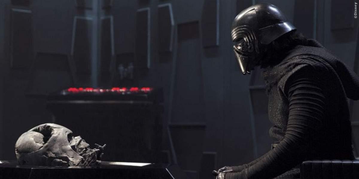 Kylo Ren mit der Maske seines Großvaters, gebettet auf der Asche seiner Feinde.