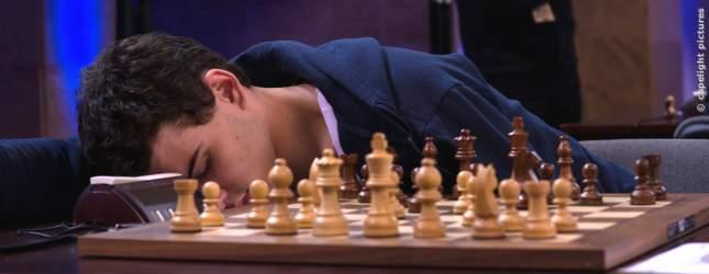 Der arrogante Cal demütigt seine Gegner gern beim Schach.