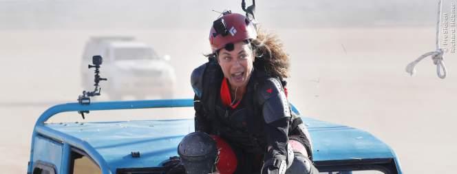 Lilly Becker bei der Gobal-Gladiators-Challenge auf dem Autodach