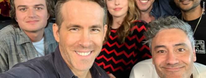 Ryan Reynolds und die restliche Crew von Free Guy