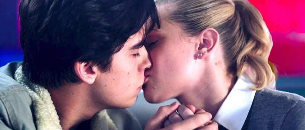 VIDEO: Die schönsten Küsse bei Netflix