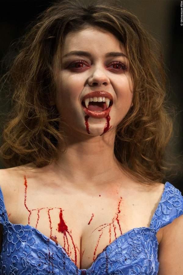 Vampire Academy Trailer