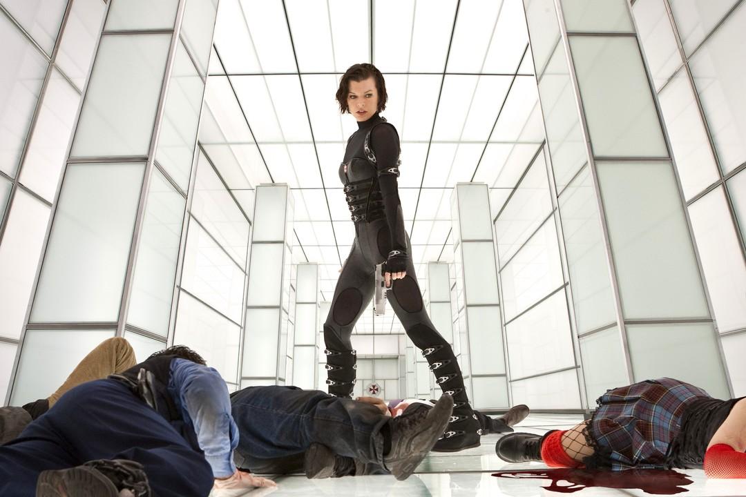 Resident Evil: Milla Jovovichs heißeste Outfits - Bild 2 von 10