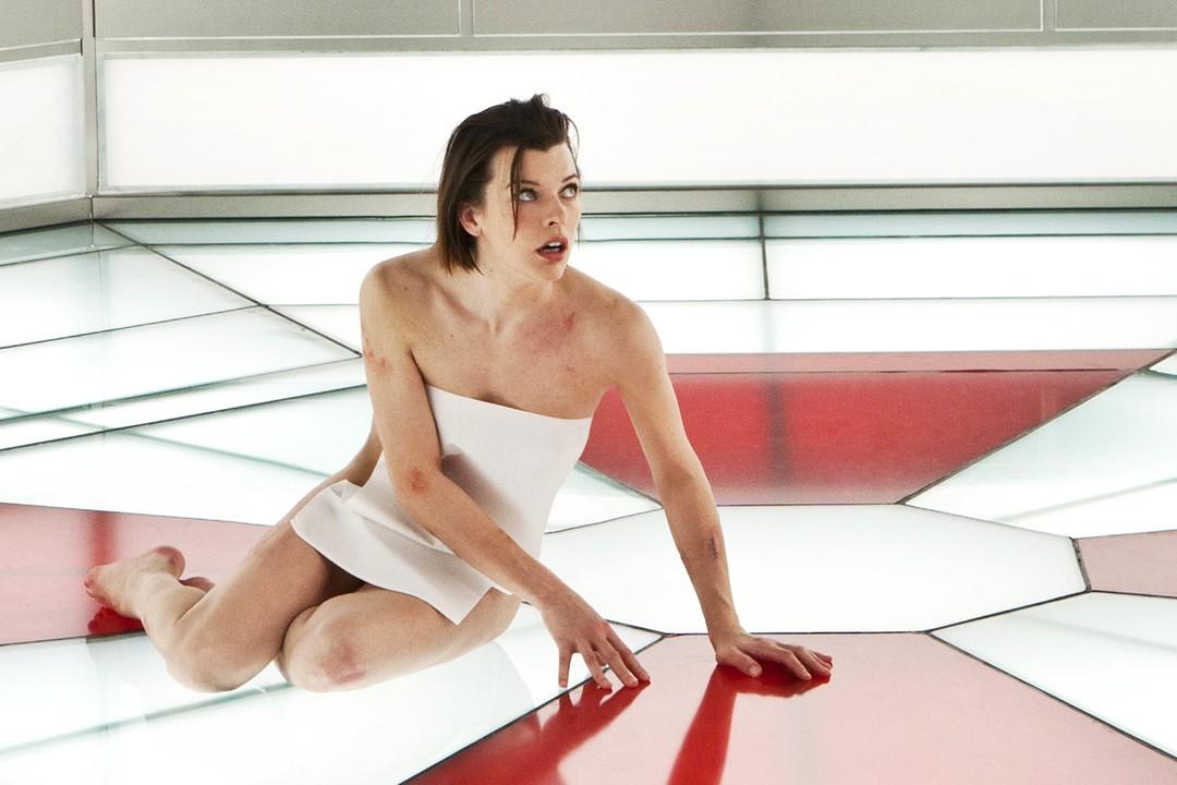 Resident Evil: Milla Jovovichs heißeste Outfits - Bild 7 von 10