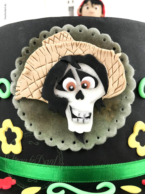 Coco: Anleitung für die Torte zum Film - DIY - Bild 9 von 21