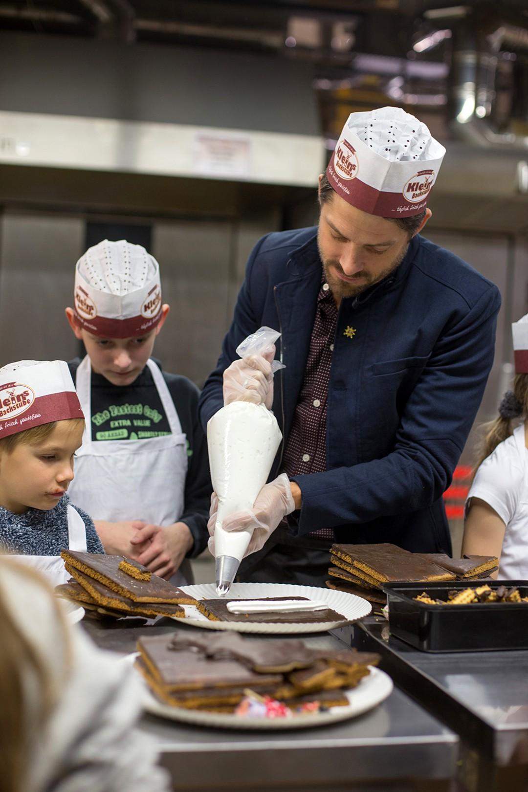 RTL-Serien-Stars: Weihnachts-Aktion für Kinder - Bild 2 von 7