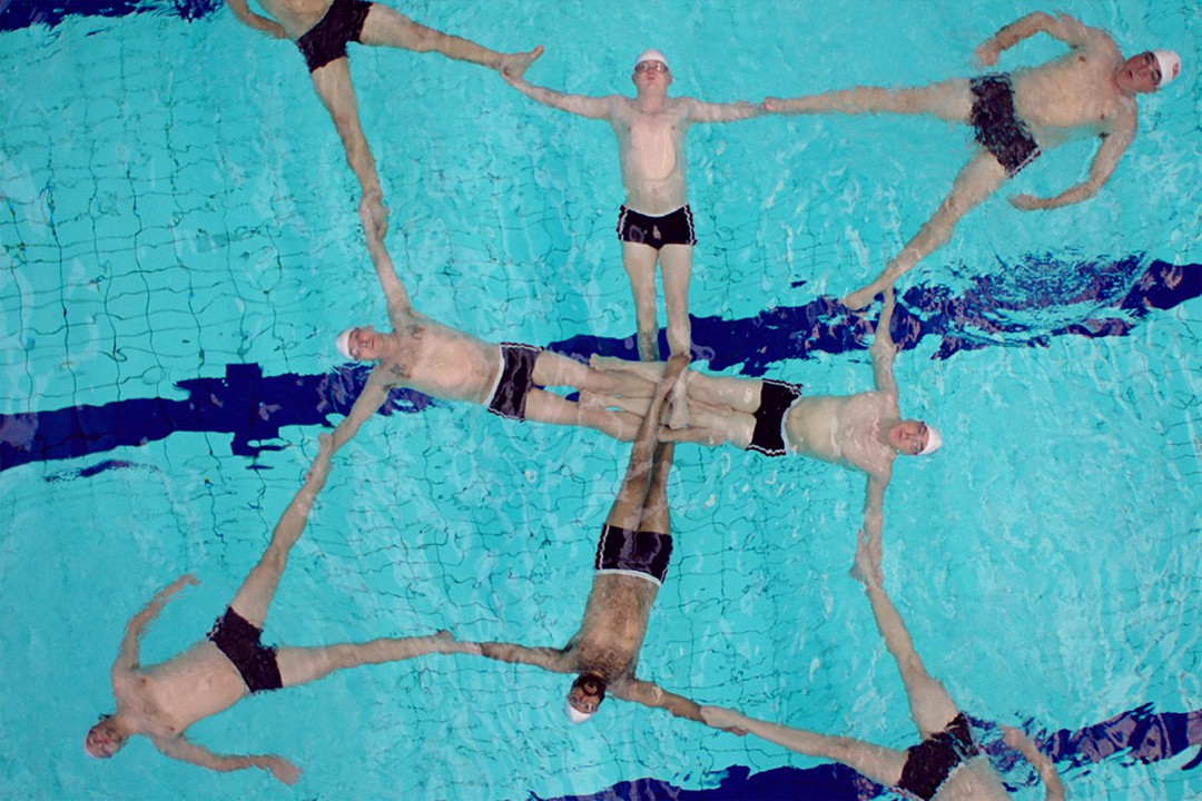 Swimming With  Men - Bild 4 von 7
