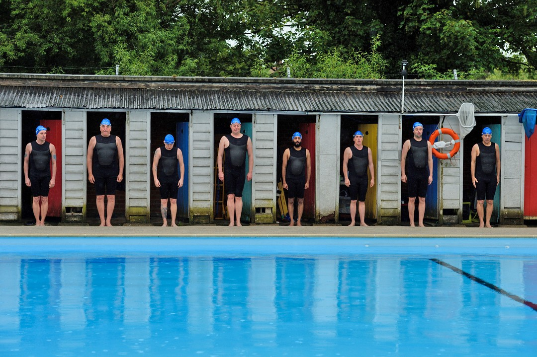 Swimming With  Men - Bild 6 von 7