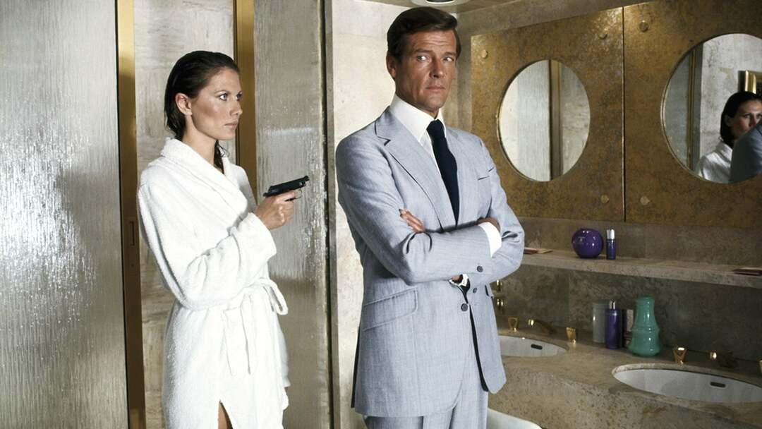 James Bond 007 - Der Mann Mit Dem Goldenen Colt Trailer - Bild 1 von 18
