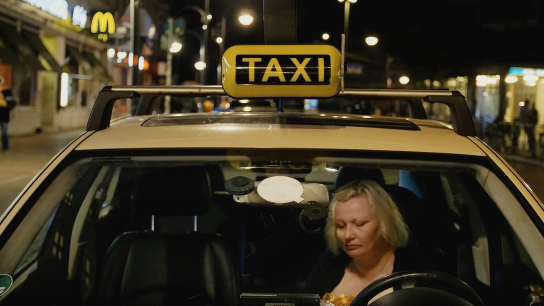 World Taxi Trailer - Bild 1 von 9